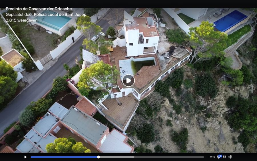 On the 22nd of September the Sant Josep police department placed this drone video of Casa Van der Driessche on Facebook that shows how the house is mutilated.